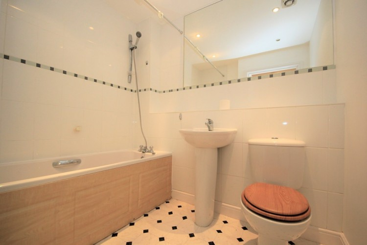 Property to Rent in Brownlow Close, Barnet, Hertfordshire, United Kingdom