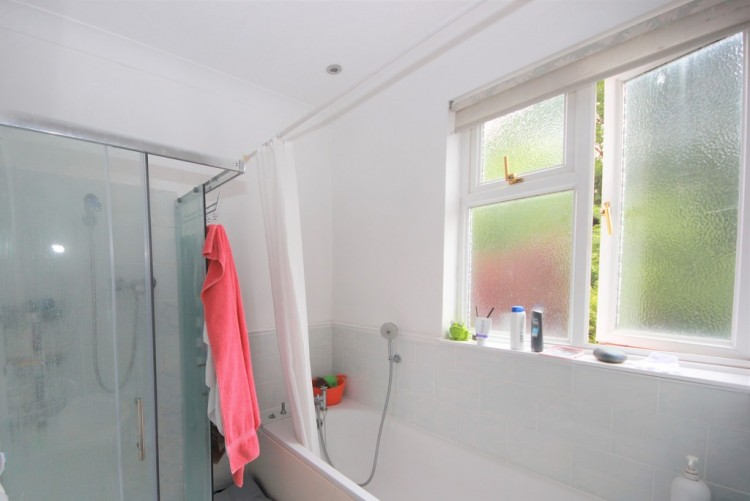 Property to Rent in Cissbury Ring North, Finchley, Finchley, London, United Kingdom