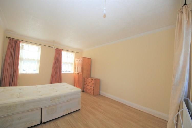 Property to Rent in The Promenade, Edgware, London, United Kingdom