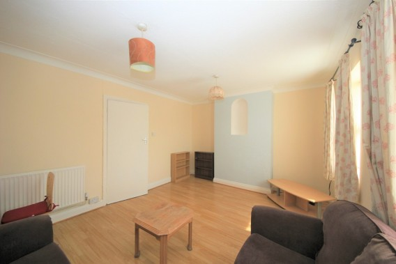 Property to Rent in The Promenade, Edgware, London, United Kingdom