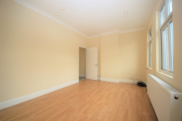 Property to Rent in Burnt Oak Broadway, Edgware, United Kingdom