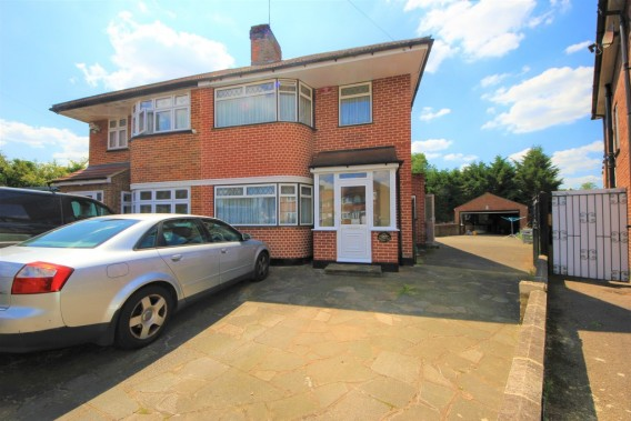 Property to Rent in Howberry Close, Edgware, United Kingdom