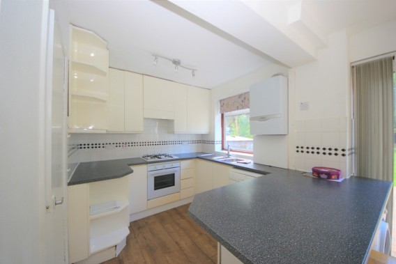 Property to Rent in Farm Road, Edgware, London, United Kingdom