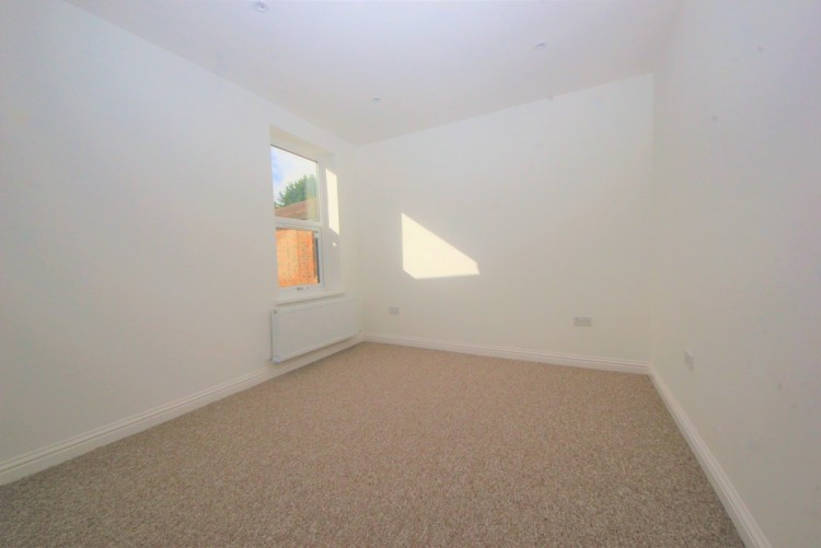 Property to Rent in Long Lane, Finchley, London, United Kingdom