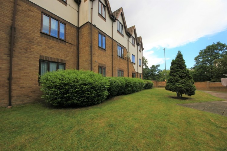 Property to Rent in Colindeep Lane, Colindale, Colindale, London, United Kingdom