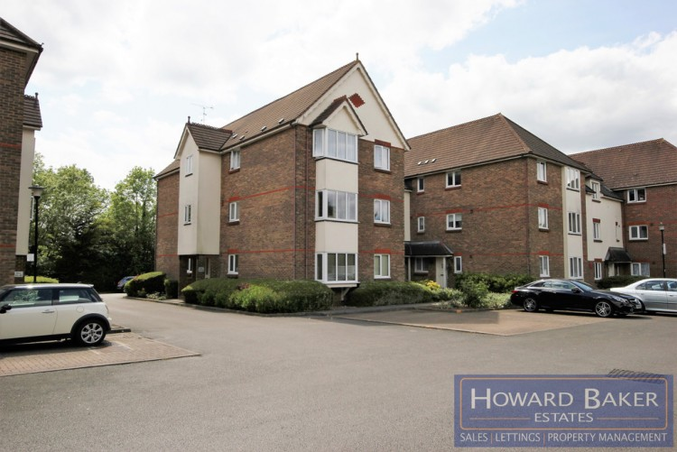 Property to Rent in Elm Park Road, Pinner, United Kingdom