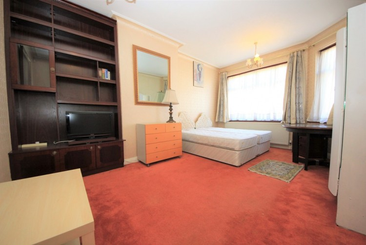 Property to Rent in Neeld Crescent, Hendon, London, United Kingdom