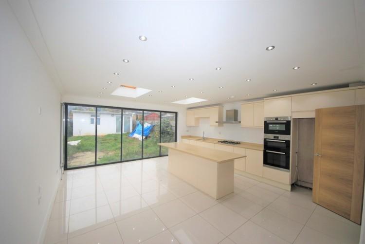Property to Rent in Perth Avenue, Kingsbury, London, United Kingdom