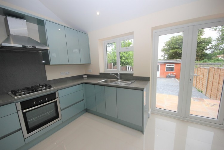 Property to Rent in Park Road, Hendon, Hendon, London, United Kingdom